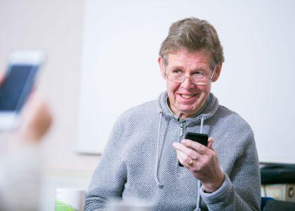 Motivating older people to get online
